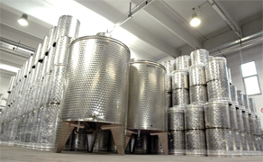 "Manufacturing facilities of beer kegs manufacturing, food and beverage containers produced for international applications, Italian stainless steel products manufacturer offers stainless steel beverage and Beer Kegs, wine containers, oil and other food containers produced with stainless steel. ""Keg beer"" is used for beer served from a pressurized keg, Stainless steel containers and products made in Italy for the food and beverage worldwide industrial distribution, Euro, DIN, IPB, IPS, IPT, IPM, UK 100 kegs standard as normal production products in Stainless steel AISI 304"